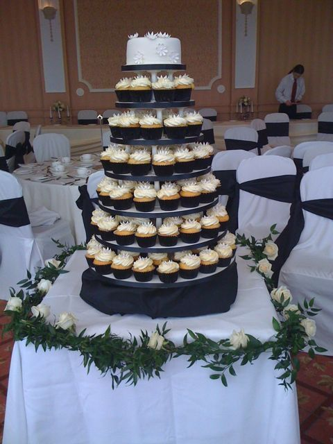 black and cream wedding theme. Black and ivory theme.