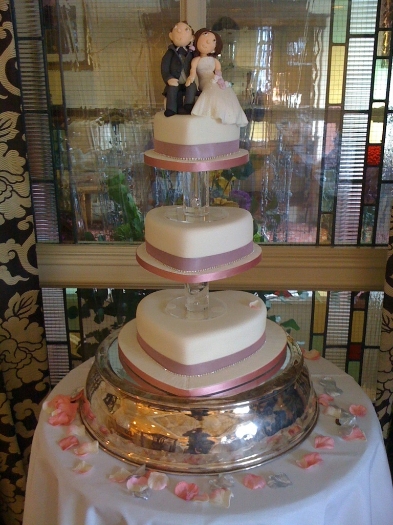 heart shape 3 tier wedding cake